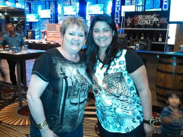 Sheryl Powers (esquerda) e Evelin Alves (esposa Silvano)  / Foto: Facebook Sheryl Powers