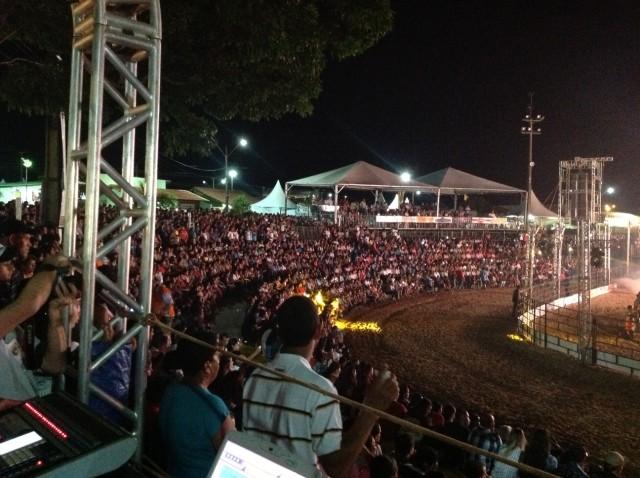 Público na arena da Exponavi / Foto: Eugênio José