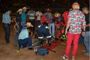 Competidor sendo atendido na arena / Foto: Pedro Gomes - Diário do Norte