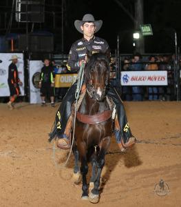 Silvano Alves trabalhando como laçador / Foto: André Silva