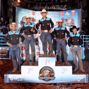 Pódio com os finalistas: Caic Cássio (4), Lucas Divino (2), João Henrique (1), Adriano Ramos (3), Francisco Galvão (5) / Foto: Ricardo Mariotto