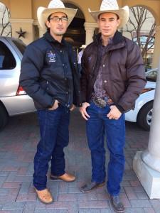 Edevaldo Ferreira e Ramon com suas jaquetas