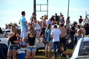 Visitantes passam o dia festando em Colorado / Foto: Nox