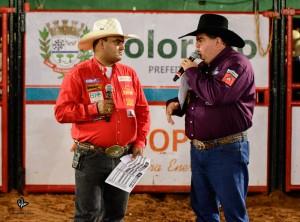 Enrique Moraes e Rogério Paitl realizando o sorteio na arena / Foto Rodolfo Lesse