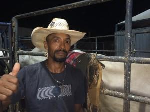 Domingos Gomes em Flora Rica, no hora desta foto ele ainda não sabia da matéria