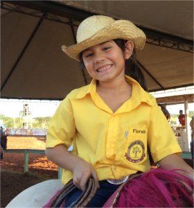 Pequena Fiorela, apenas sete anos de idade - Foto: Eugênio José