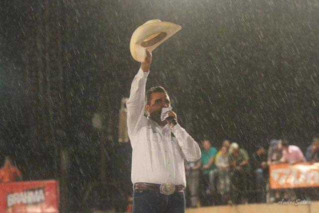 Taturana narrando na chuva - Foto: Divulgação