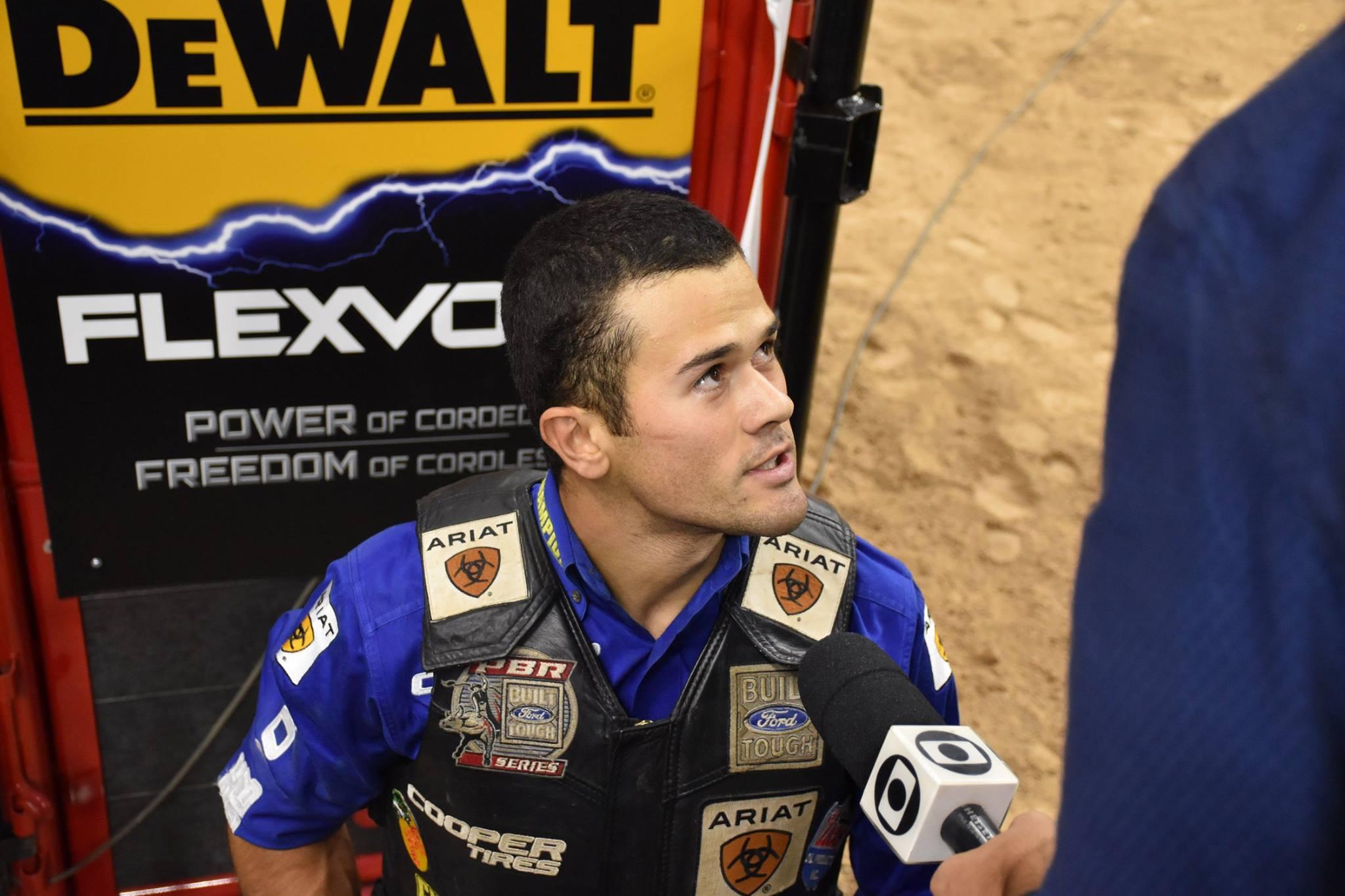 Kaique Pacheco sendo entrevistado na arena da final mundial em Las Vegas